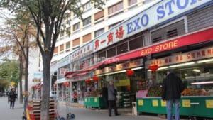 おフランスらしからぬ巨大団地が密集するアジア人街「パリ13区」。インチキ日本食レストランもアルヨ (全3ページ)